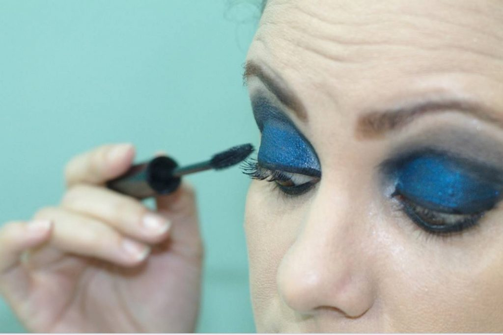 Tips and Tricks to Apply Eyeliner for Beginners